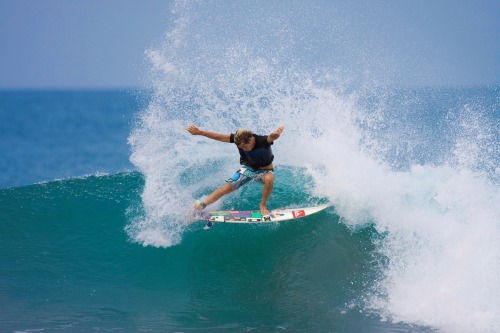 surfahh:  inzayned:  you're smashing it jules!  go jules