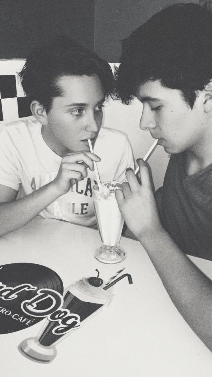 gays garotos boys couple gay boy meninas glbt gls glbtq love gay happiness happy submission