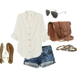 casual clothes on We Heart It. http://m.weheartit.com/entry/52779303/via/sparkleonme