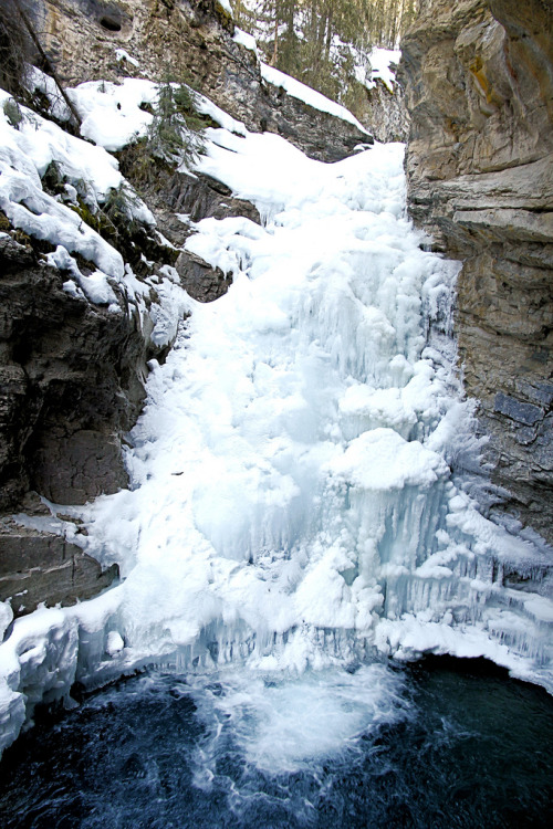 senerii:  Frozen Lower Falls -Johnson Canyon (By jspierry)