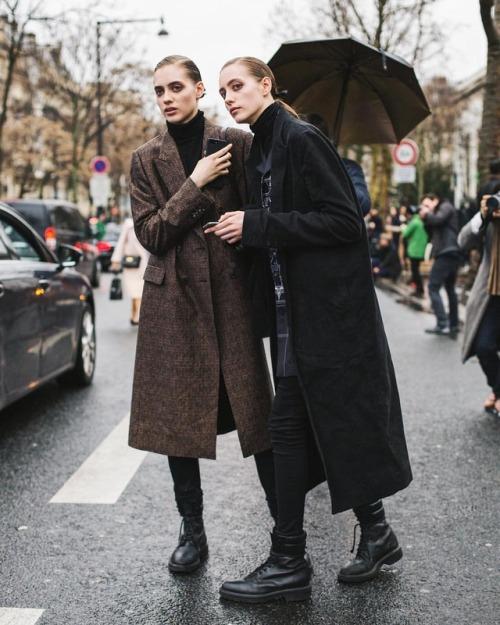 파리패션위크 model fashion parisfahionweek style streetlife paris stylish streetphotography photographer photoshe blogger 패션위크 streetstyle 스트릿스타일 fashionweek womenswear pfw womens 모델 womensfashion fashionstyle street 파리