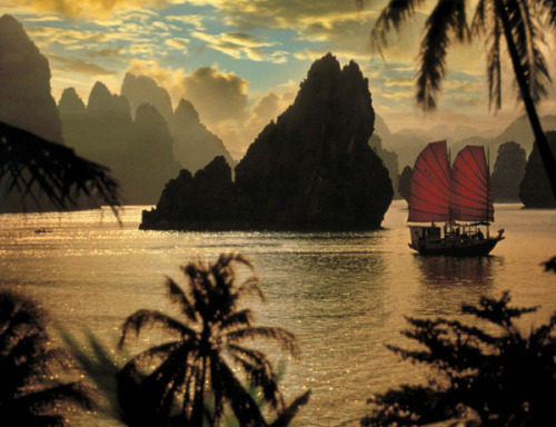 westeastsouthnorth:  Halong Bay, Vietnam