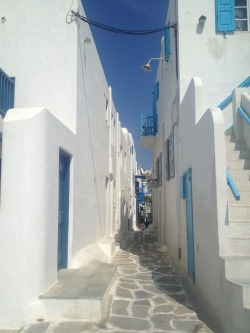 So my bestie is in the beautiful Greece right now and this is one of the pictures she sent me this morning !