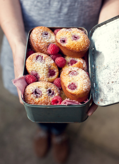 tuttidolci:  (via What Katie Ate » Raspberry friands)