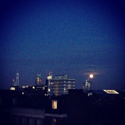 #moon #view #sky #skyline #fullmoon #skyscrapers #cheesegrater #walkietalkie #shard #architecture #modern  (at Rosebery Avenue)