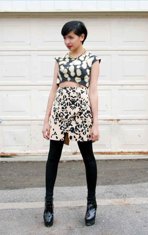 love this outfit and the mismatch of prints bianca! I love the architectural structured skirt too.Auroras & Sirenas (by Bianca Venerayan)