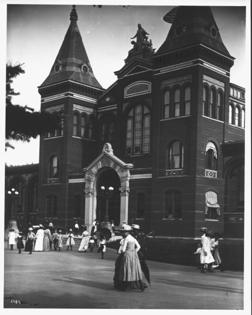 Visitors Head to the Smithsonian in the Early 1900s cc @smithsonianView Post