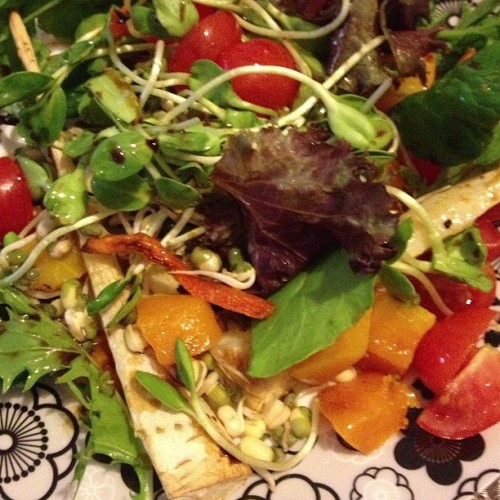 #lunch mixed salad, mung bean & sunflower sprouts, baked parsnip, pumpkin & carrot, cherry toms and just a light drizzle of macadamia oil & coconut aminos. Had a super delicious (but naughty) lunch at #Lilianas so eating very clean and light today! #health #fooddiary