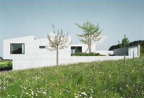 subtilitas:  Beat Consoni- Egloff house, Bottighofen 1997. Photos (C) Michael Egloff.  I could live off the tumblr architecture tag forever - such a beautiful house.