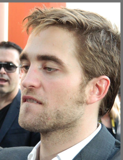 robwife:  biting his honey and yummy lips