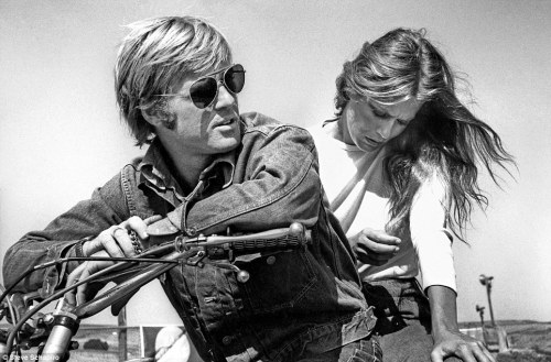 naturalbornworldshakers:  Robert Redford and Lauren Hutton on the set of 1970′s Little Fauss and Big Halsy – Image by Stephen Schapiro