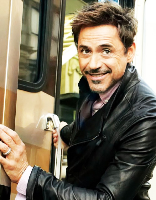 luvindowney:  My copy of GQ US with Robert Downey Jr. (If you want a HQ copy, I will upload it for you)