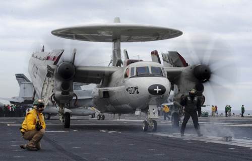 nemoi:  An E-2C Hawkeye prepares to launch (via #PACOM)