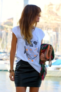 // leather skirt / printed shirt / perfect. //