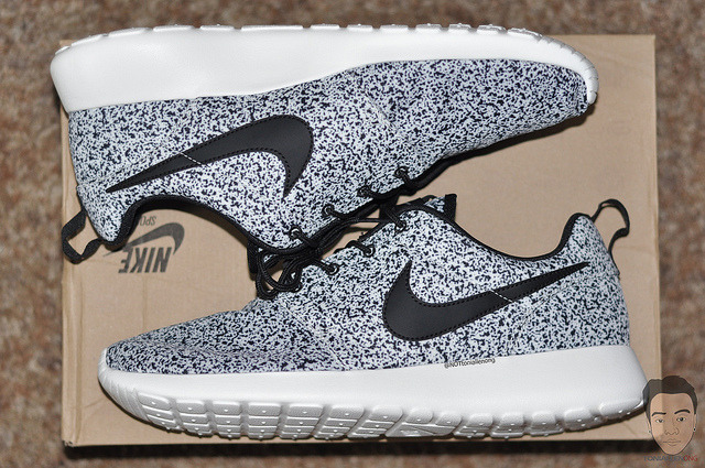 sneakerphotogrvphy:  WMNS Nike Roshe Run Black Speckle by taaong on Flickr.