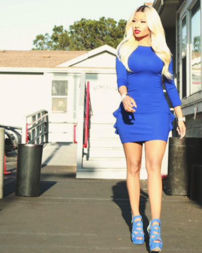 she looks amazing in blue <3!!!!
