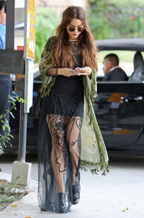 alecwiens:  suicideblonde:  Vanessa Hudgens out in West Hollywood, May 16th  Sigh.