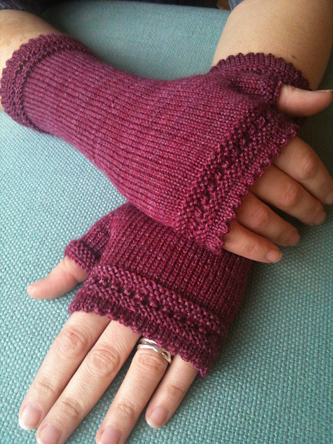 (via Ravelry: SusanL's Jammy mitts)