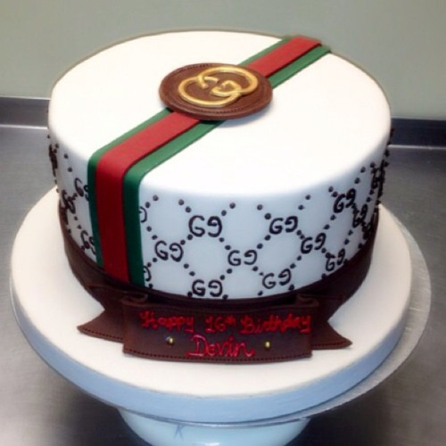 Gucci Sweet 16 Cake from Wonderful Wedding Cakes…. So cute !! #wonderfulweddingcakes #fondantcake #guccicake #guccibirthdaycake #sweet16 #sweetsixteen #longislandcakes #licakes #longislandweddings #liweddings #glencove