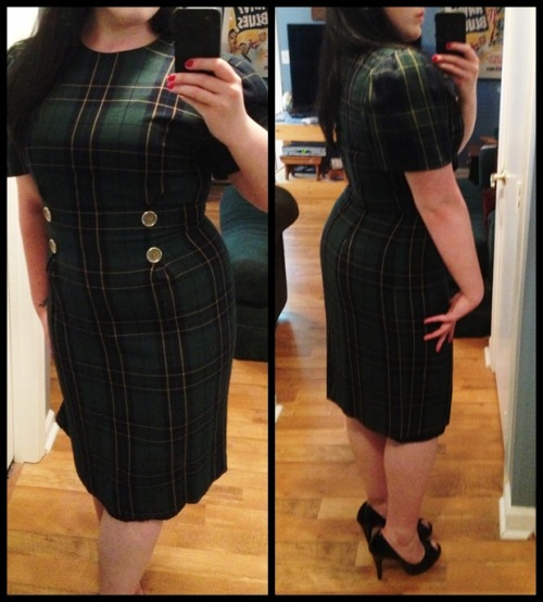 vfanggirlv:  Found this dress while thrift shopping about a month ago. It's still tight on me, but it fits better than it did!  (reblogged from my personal blog)