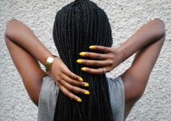 devoutfashion:  peanutbuttertrysts   I love yellow nail polish!