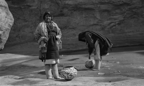 Women Collecting Water Acoma Pueblo, New Mexico - ca 1920 Negative #021526