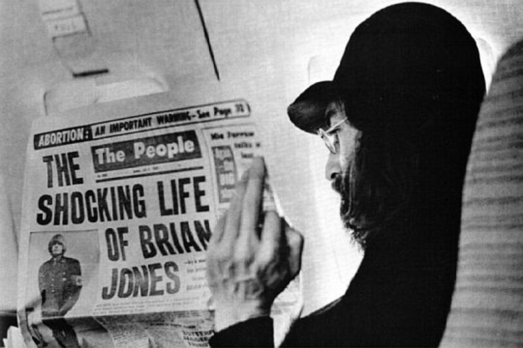 plaisirdelire:  John Lennon reads about Brian Jones, 1969.