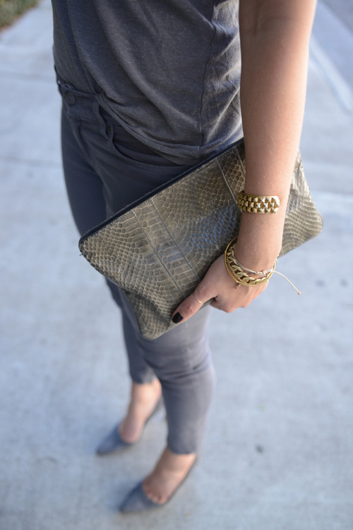 Grey casual clutch