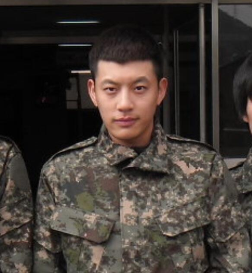 youngbaebae:  OPPA :'D !!!!!!!! UNIFORM PICTURE!!!!!!