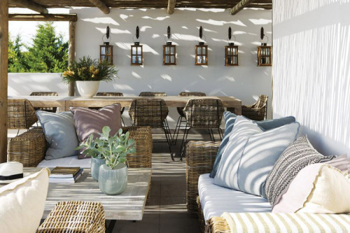 sunny porch (via desire to inspire - La Grange Interiors)