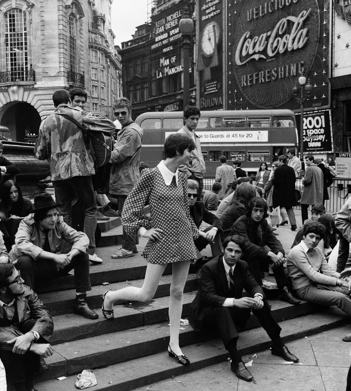 conversadepub:  Piccadilly Circus, London, 1968.