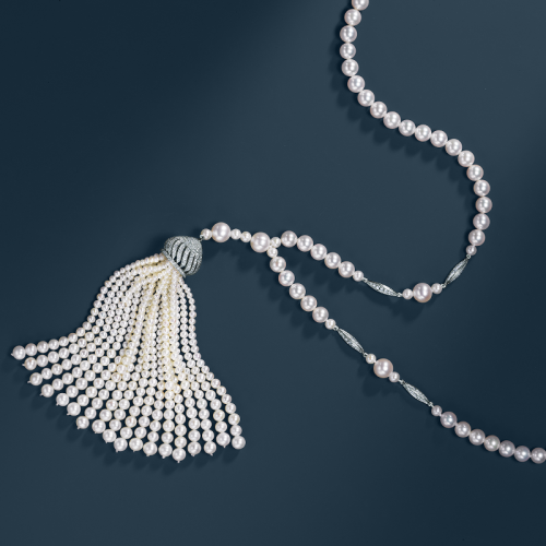 tiffanyandco:  Tiffany interprets Jazz Age fashion with an elegant sweep of pearls accented by diamonds. From The Great Gatsby Collection, inspired by Baz Luhrmann's film in collaboration with Catherine Martin.