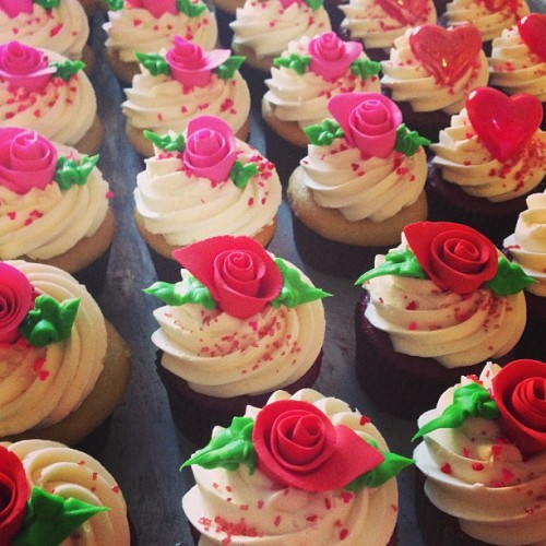 Prepping for one of the busiest days of the year. #cupcake #cupcakes #bakery #vegan #vegancake #veganlove #veganfoodshare #vegancupcakes #sweetave #sweetheart #sweetavenue #sweetavebakeshop #sweetavenuebakeshop #valentine #valentinesday #pink #red #roses #hearts #love ❤💕❤💕❤ (at Sweet Avenue Bake Shop)