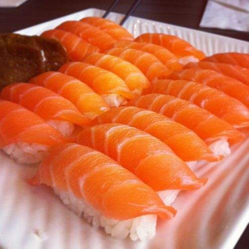 absolute-dreams:  Sushi and a long weekend :) #sushi #salmon #foodporn #love