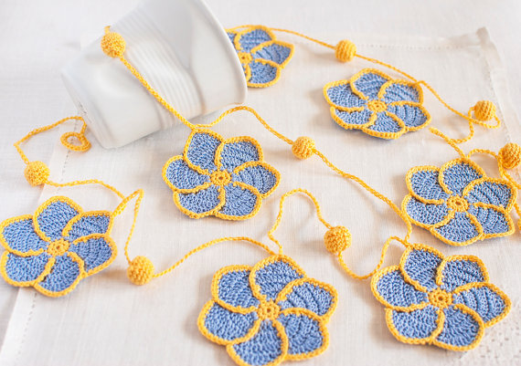 (via Periwinkle and Yellow Pinwheel Crochet Flower by BobbiLewin)