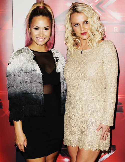 omg. dying. my two favorite female artists and inspirations<3333