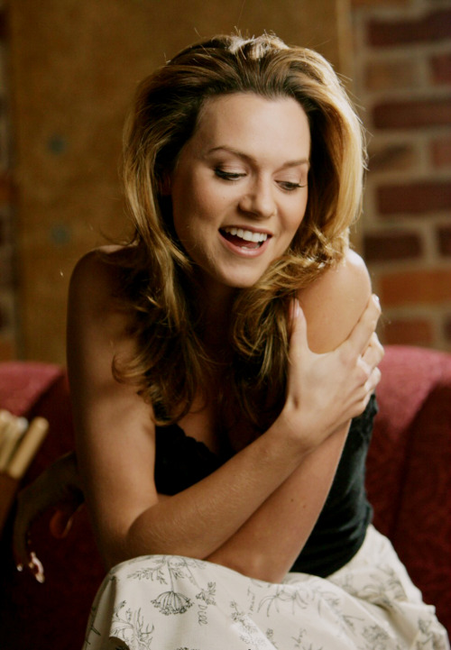 32/200 Pictures of Hilarie Burton