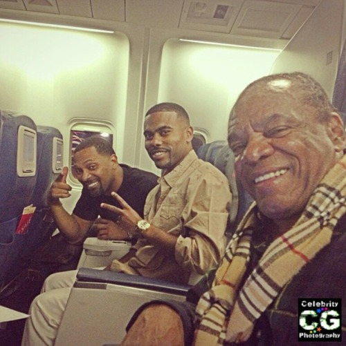 supamuthafuckinvillain:  cleophatrajones:  celebgraphy:  Mike Epps, Lil Duval and John Witherspoon take an amazing photo on a coincidental flight. All going to different places to do stand-up. 3 generations of comedy!  Damn Lil Duval looks totally dif without his locs…  Yes. This brings me happiness.