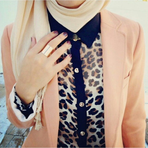 hijabisfashion:  i actually don't like the leopard design but this is veery nice :) Credits:http://instagram.com/p/WV1czRSYJx/