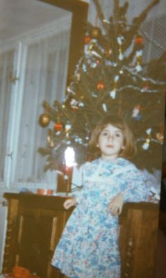 feel the Christmas spirit? :) That's me a loooong time ago