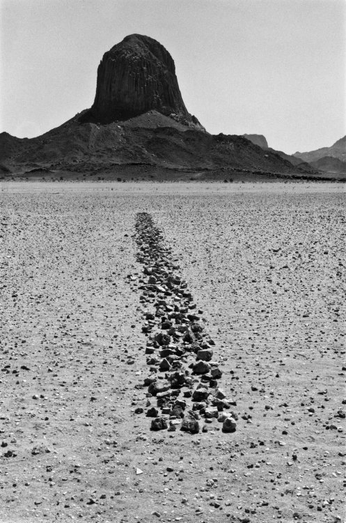 atavus:  Richard Long - The Sahara, 1988