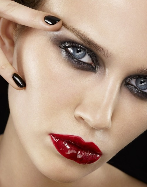 make-up-is-an-art:  by Claude Badée