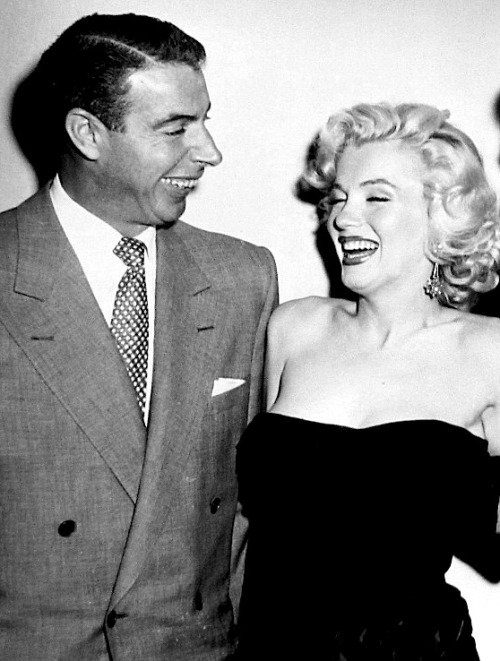 missingmarilyn:  Joe DiMaggio & Marilyn Monroe at Bob Hope's house party, 1953.