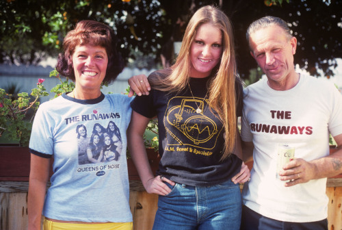 Classic Lita Ford of The Runaways from 1977 at home with the folks in Long Beach. Photo by Brad Elterman