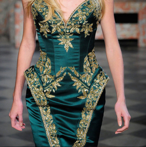 Emerald gown with golden flowers for the Queen Consort, Zuhair Murad