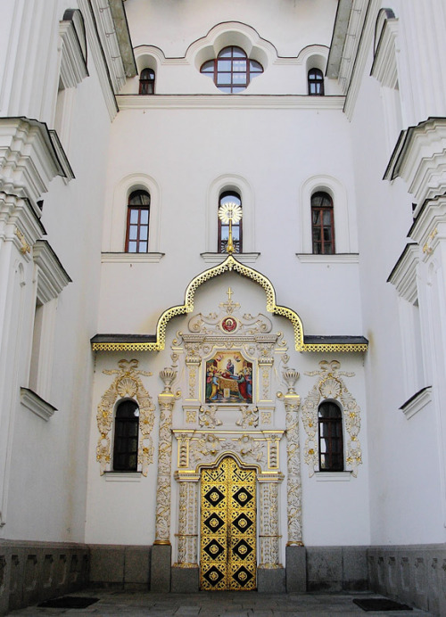 (via Cathedral of the Dormition Door, a photo from Kyyivska, West | TrekEarth) Kiev, Ukraine