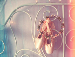 "umla:  Tiara de flores ""petites ballerines"" by Miscelânea ✄ Ateliê on Flickr."