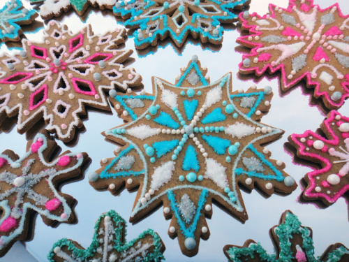 (via Worth Pinning: Sparkling Snowflake Gingerbread Cookies)