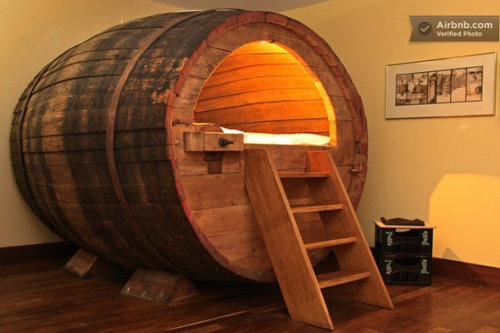 wagamamaya:  Beer Barrel Bedroom | Walyou