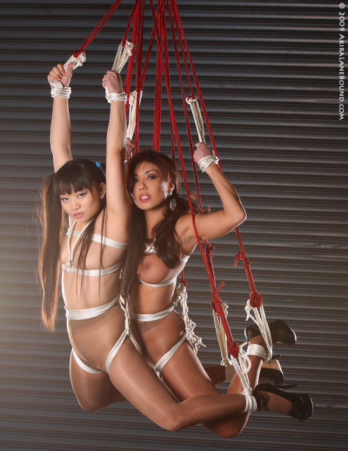 pantyhoselane:  Akira Lane hanging out with Yumi Lee (from pantyhoselane.com)